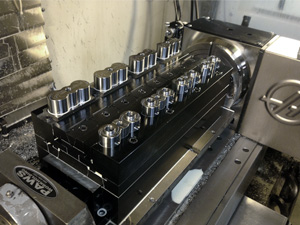 PAWS-workholding-multivise-trunnion-clamping-8parts-4th-axis-sm